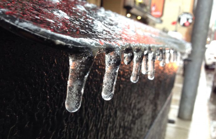 Осторожно: ледяной дождь в Торонто!