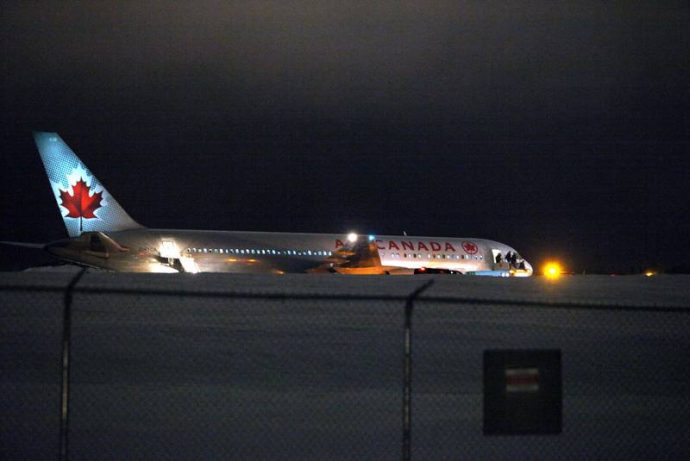 Самолет Air Canada сошел с ВПП в аэропорту Галифакса