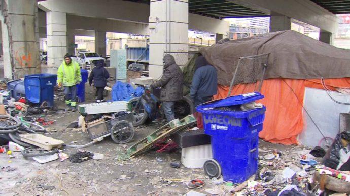 Муниципалитет Торонто приступил к сносу бивуаков бездомных