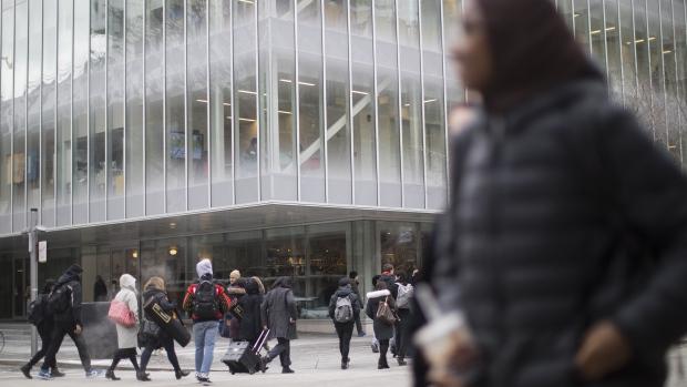 Большинство студентов канадских вузов подвергаются сексуальному насилию