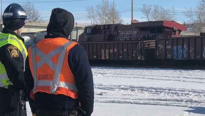Под Калгари столкнулись два товарных поезда