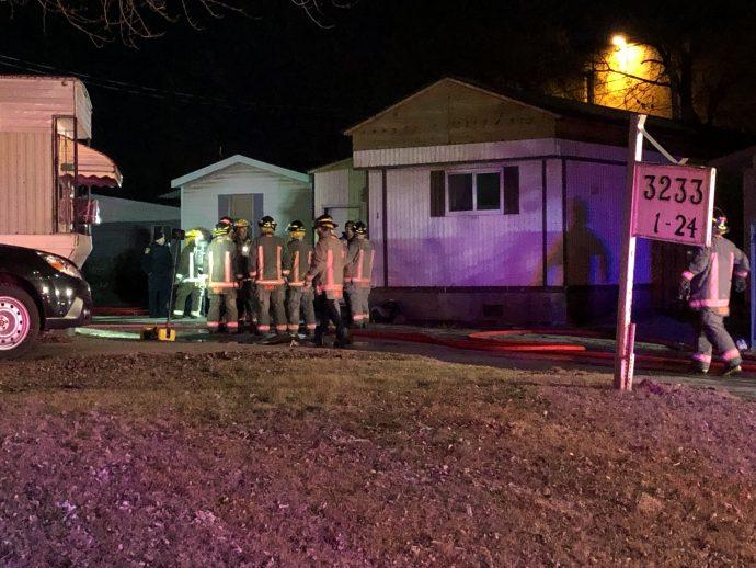 Из-за пожара жителей окрестных домов эвакуировали