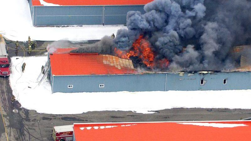 Пожар в авиаклубе уничтожил ангар и самолет