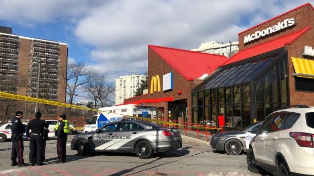 Возле «русского» МакДоналдса автомобиль сбил человека