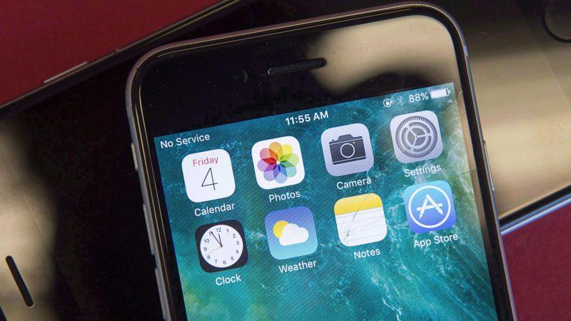Онтарио собирается запретить мобильники в школах