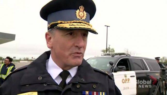 Бывший зам. шефа полиции Онтарио судит премьера