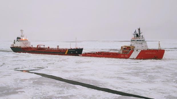 Танкер с нефтью потерял управление у Ньюфаундленда