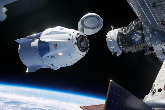 Частный корабль Crew Dragon пристыковался к МКС