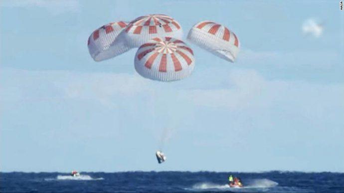 SpaceX успешно завершил полет своего тестового корабля Crew Dragon