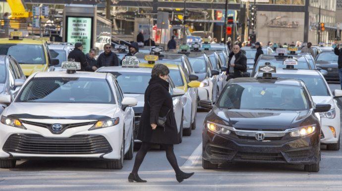 Таксист из Монреаля вскрыл вены в прямом телеэфире