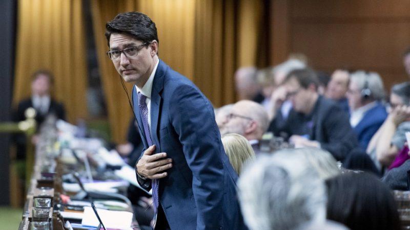 Голодный премьер нарушил правила канадского парламента... шоколадкой
