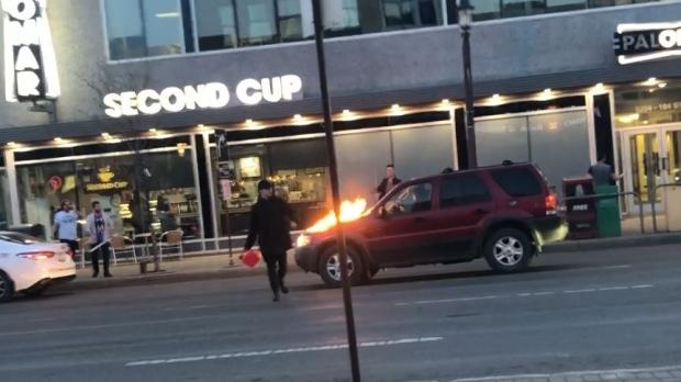Поджигатель поливал из канистры бензином машины в Эдмонтоне