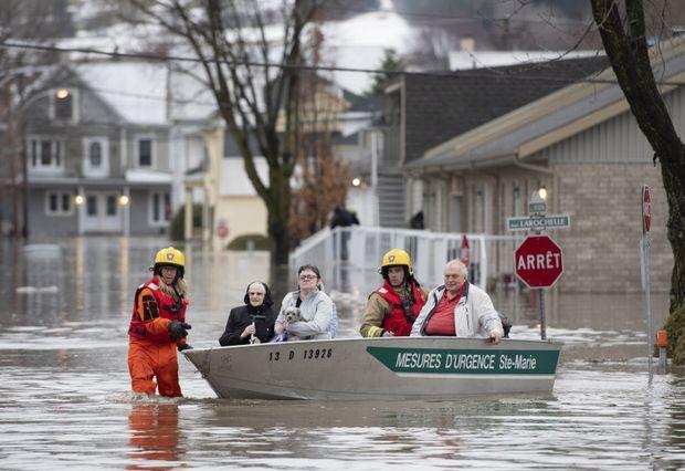 Наводнение охватило обширный регион в центре Канады