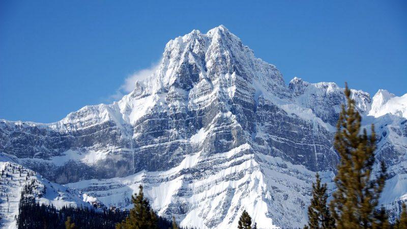 В канадских Скалистых горах сошла лавина. Погибли альпинисты