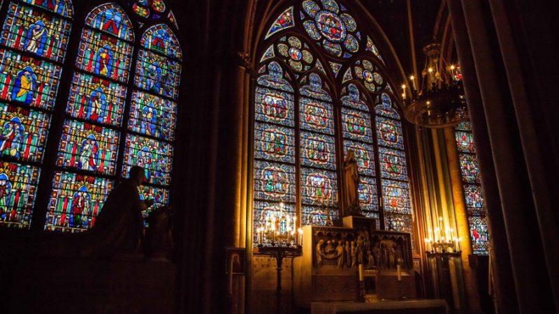 Здание собора Нотр Дам удастся спасти, реликвии— вряд ли