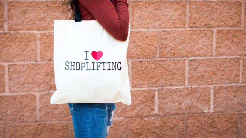 С запретом на пластик повышается риск шоплифтинга