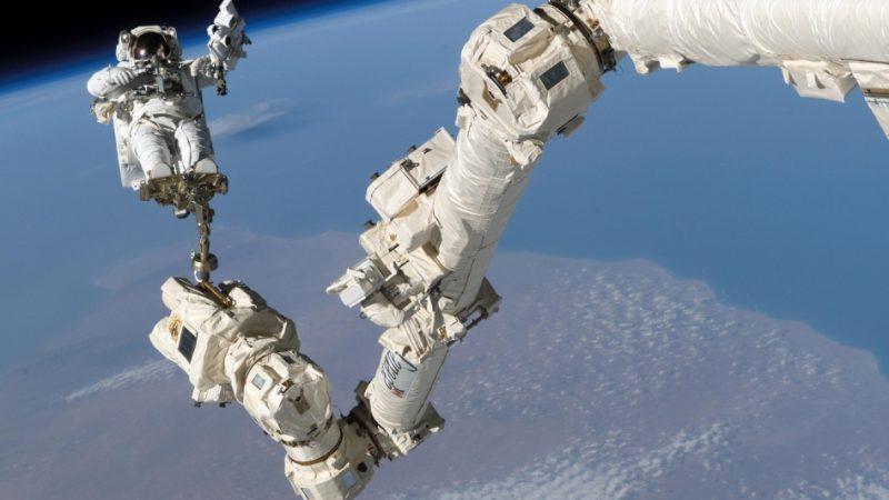 Канадец Сен-Жак выходит сегодня в открытый космос