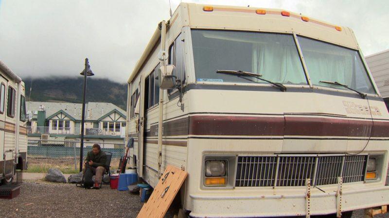 В Альберте из-за дорогих квартир люди живут в трейлерах