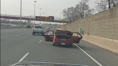 Открытые во время движения двери автомобиля привели к аресту водителя