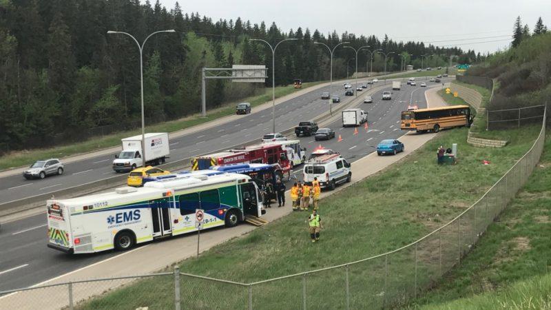 В аварии школьного автобуса 12 человек получили травмы