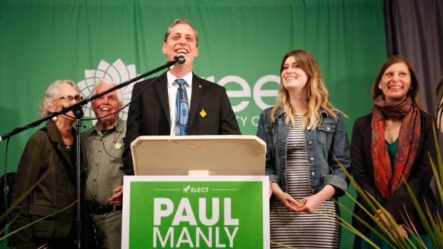 """В федеральном парламенте Канады образована фракция из двух """"зеленых"""