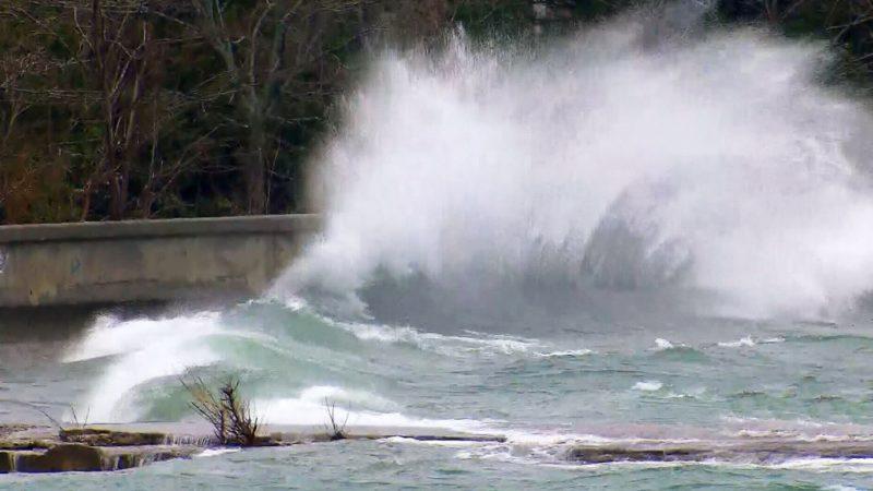 На островах в Торонто началось наводнение