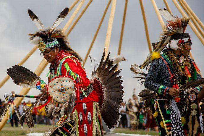 Премьер-министр Трюдо реабилитировал вождя канадских индейцев