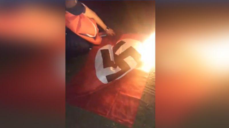 Житель Саскачевана сорвал нацистский флаг с чужой крыши