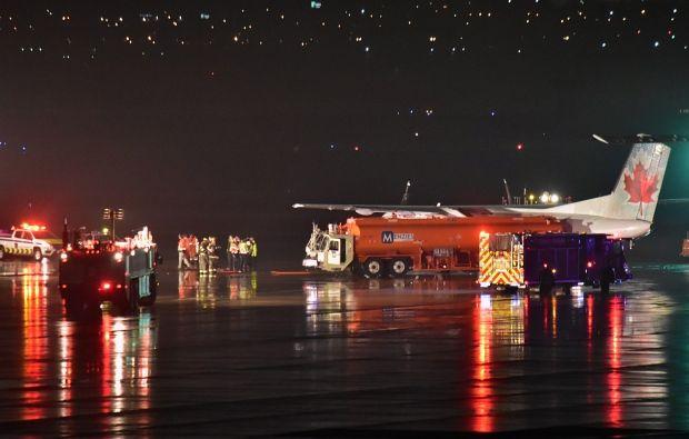 В Пирсоне бензозаправщик врезался в самолет