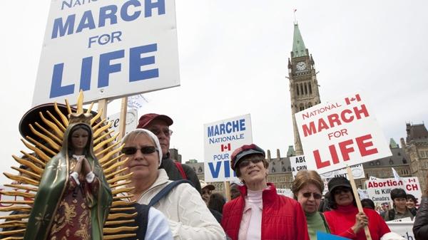 Премьер-министр Канады огорчен запретом Алабамы на аборты