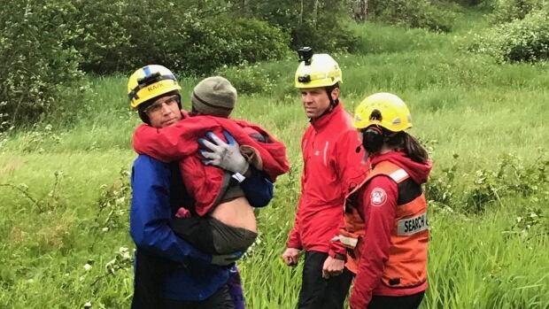 Папа и двое детей спасены в Британской Колумбии