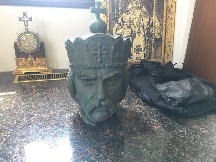 Храм сообщил о том, что бронзовая голова святого Владимира найдена