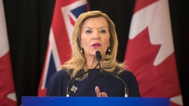 Онтарио сокращает более 400 административных позиций в Минздраве