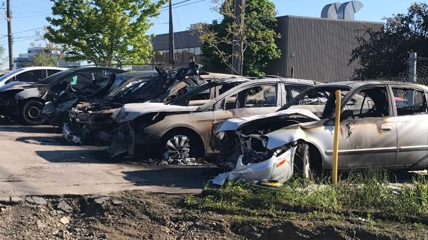 «Война буксиров»? В Скарборо горят машины