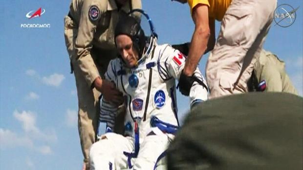 Экипаж с канадцем вернулся на Землю с МКС