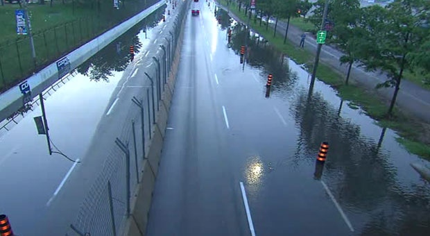 Потоп на Lakeshore Boulevard в Торонто
