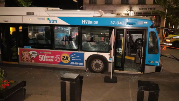 Монреальский велосипедист ответит за разбитые в автобусе стекла