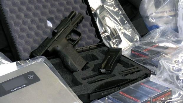 Полиция раскрыла наркотрафик с центром в аэропорту Торонто