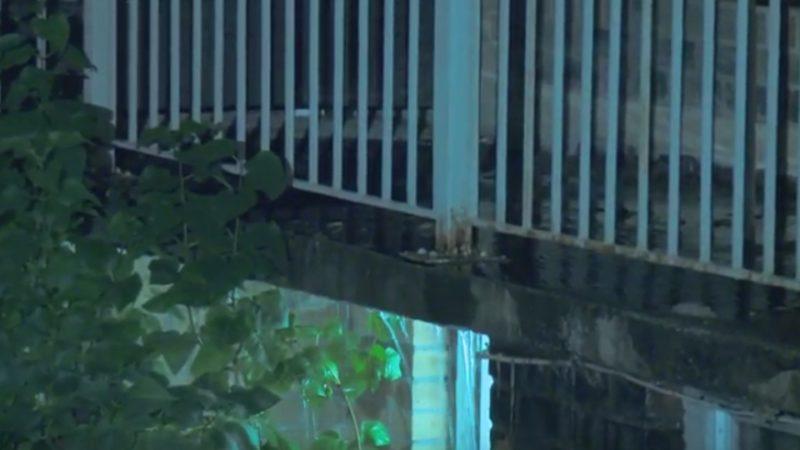 Засор канализации выселил жильцов четырех домов