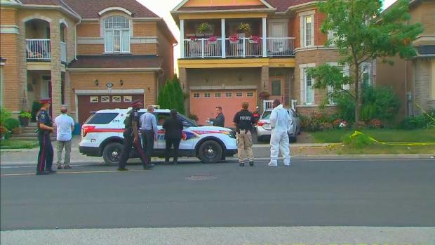 Убийство в Маркхэме: четверо погибших, подогреваемый задержан
