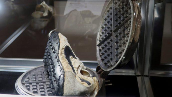 Канадец выложил за «исторические» кроссовки $550 000