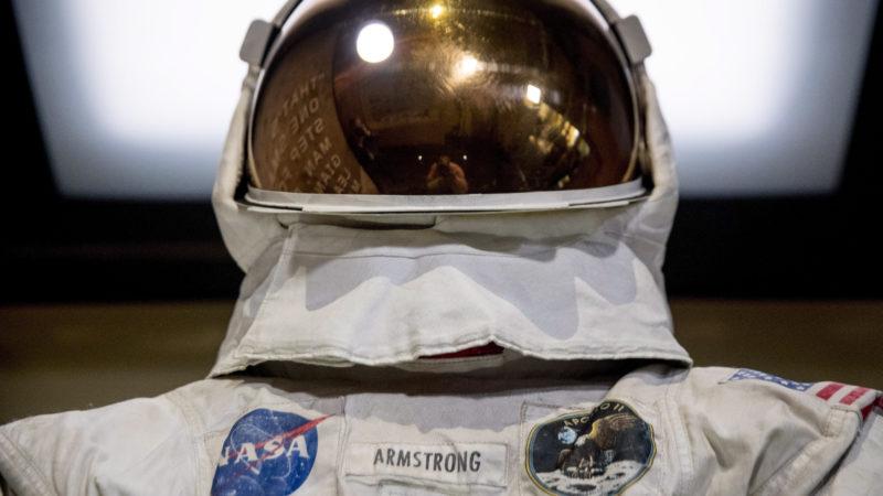 Большинство канадцев знают, кто первым высадился на Луне