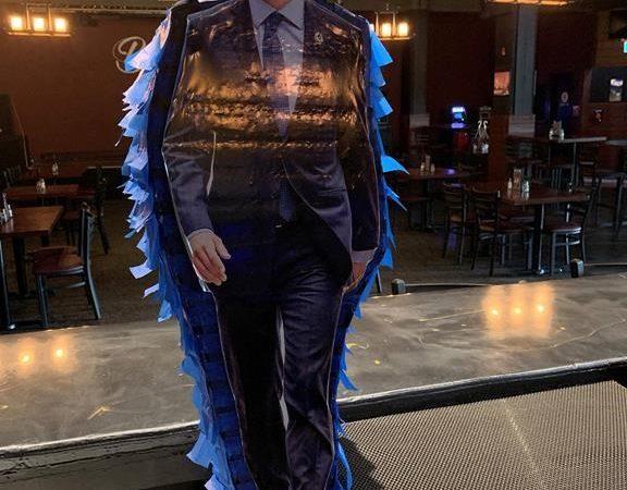 Бар в Альберте предложил побить канадского премьера