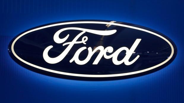 Сиденья внедорожников Ford Explorer царапают руки