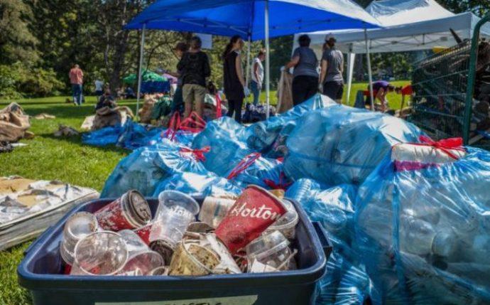 В Канаде пластиковый мусор— от Nestlé и Tim Hortons