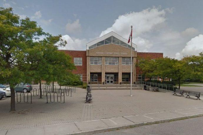У школы на севере от Торонто обнаружено мертвое тело