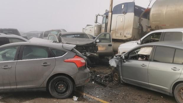 Крупная автомобильная авария на западе Канады