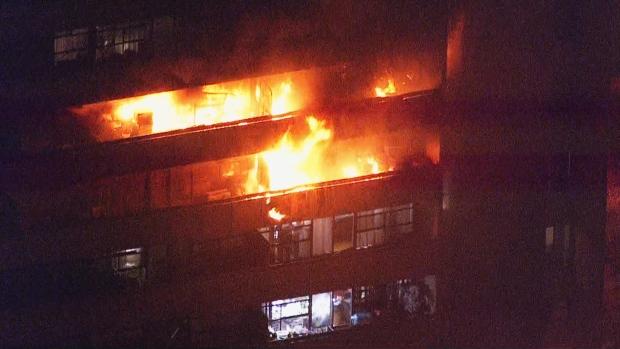 Пожарные спасли из огня в Торонто шесть человек