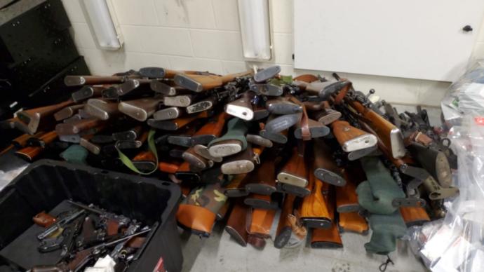 В частном доме нашли 250 стволов и 200 тысяч патронов