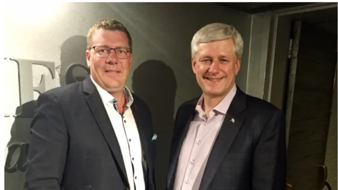 Бывший премьер Канады нанят на работу в Саскачеване